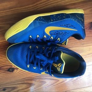 Nike Kobe basketball shoes boys 5.5Y 6Y